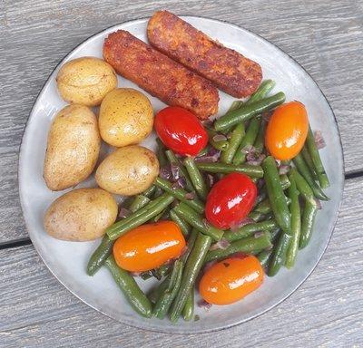 sperziebonensalade met krieltjes en toscaanse sticks (vega)